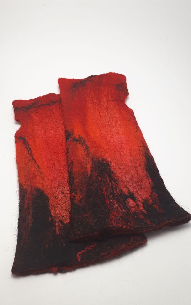 piros nemez kesztyű
