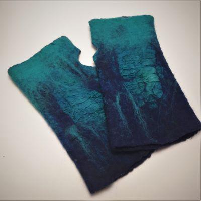 kék nemez kesztyű