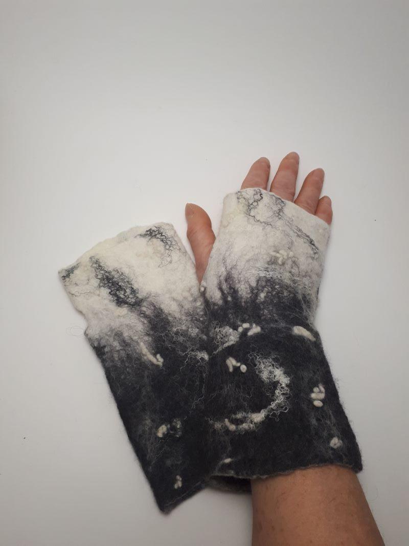 kézműves nemez kesztyű