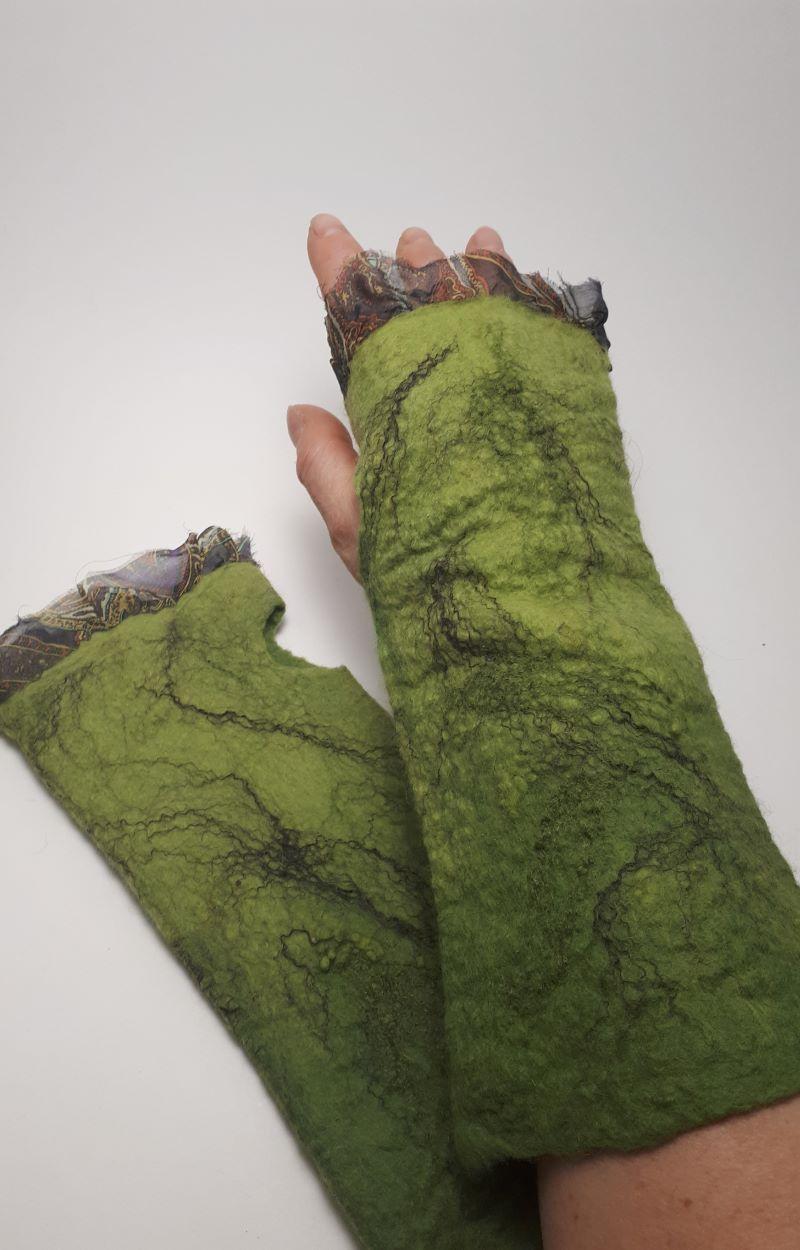 kézműves zöld nemez kesztyű