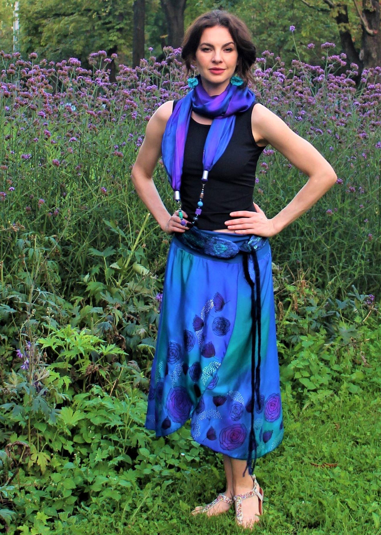 svalódi selyem szoknya kék rózsával
