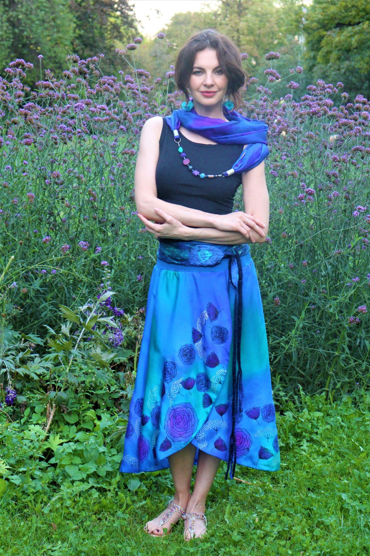 selyem szoknya kézzel festve kék rózsával