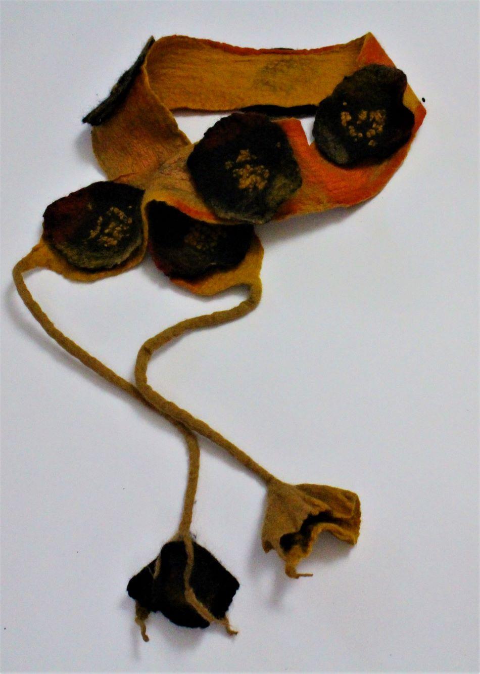 nemez öv okker virágokkal