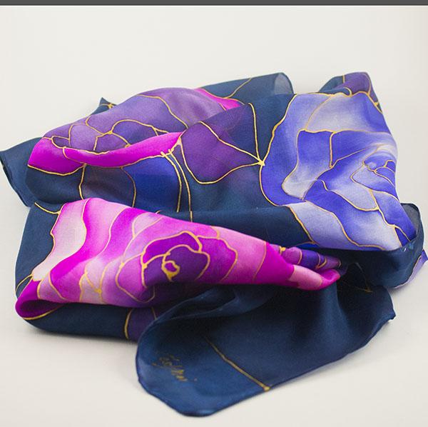 selyem sál kék rés lila rózsákkal 01
