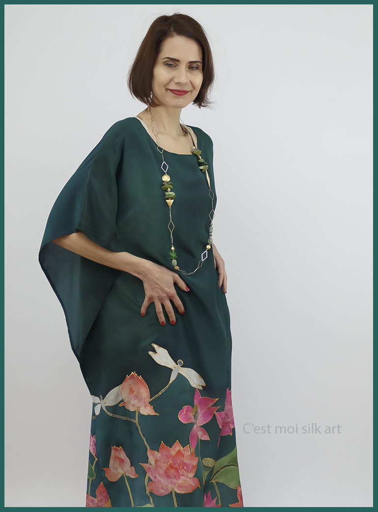 selyem crepe de chine kézzel festett ruha zöld lótuszokkal 01