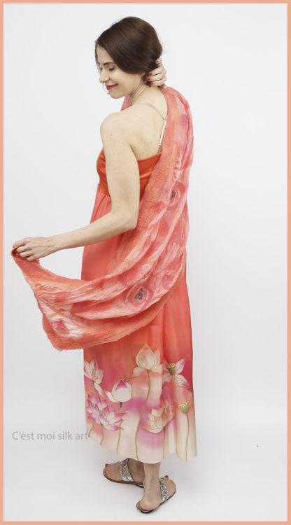 selyem ruha narancsos lótuszokkal 03