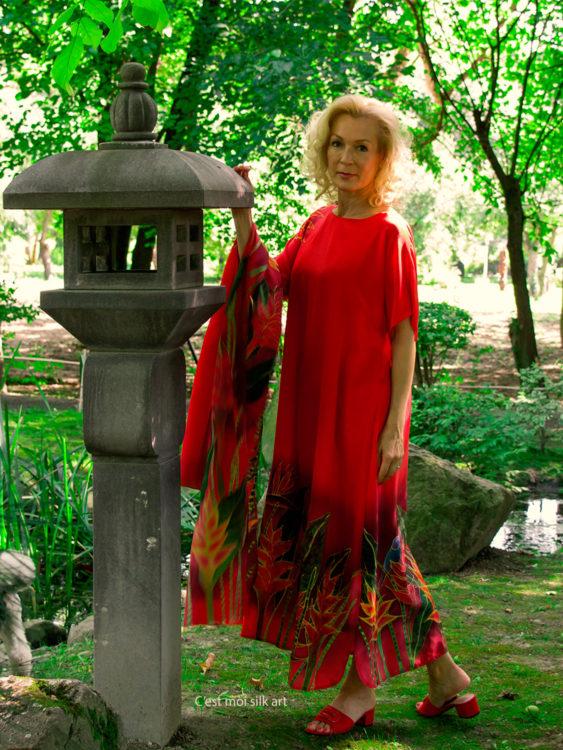 selyem-ruha-piros-trópusi-virágokkal-01