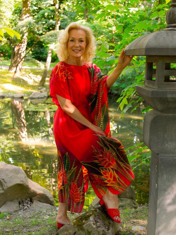 selyem-ruha-piros-trópusi-virágokkal-07